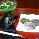 和田乃屋 - 冷抹茶と滝の焼き餅