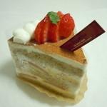 パティシエ エス コヤマ - 紅茶と苺のお菓子♪