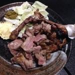 30749006 - 地鶏もも焼き:凄い歯ごたえと無駄な味が無い皮の部分はオススメ!