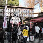 櫛田茶屋 - 櫛田神社の入り口です。節分の時期なのです。