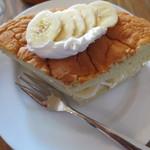 カフェ トモチート - ケーキはバナナを活かしたナチュラルな味わいでした。