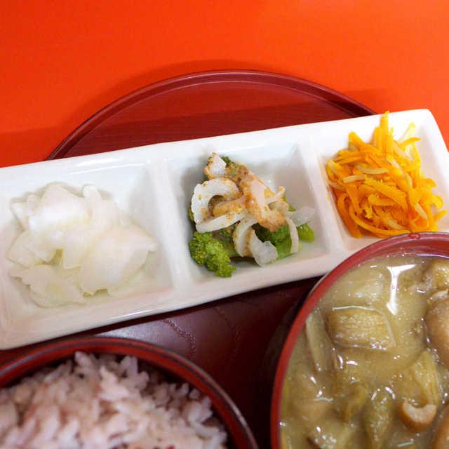 むじ汁専門店 万富 - 大根甘酢、ブロッコリーとちくわの胡麻酢