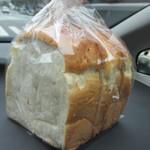 30753524 - 玄米パン210円、食パンは身体に優しい九州産の小麦を使った玄米パンを選んでみました。
