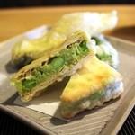 和み茶屋 - コレ、美味しい!クラッカーに半殺しの枝豆ペーストをはさんで揚げたもの