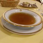 メインダイニングルーム - コンソメスープ 浮き実はタピオカ