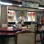 味香園 - 座敷、円卓、4人テーブルなど、広い店内