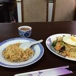 味香園 - 五目焼きそばと、炒飯のセット850円