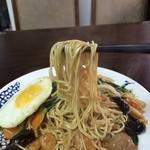 味香園 - 麺は細麺ですね