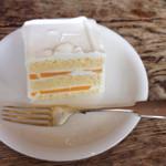 グレイズ - 机が趣があるような。 懐かしげなケーキでした
