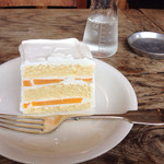 グレイズ - ホワイトケーキには桃がはさまれていました