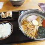 登竜 - しょうゆラーメン・餃子のセット