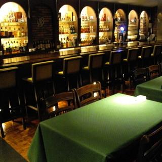 おしゃれな雰囲気大人数の宴会可能なテーブル席