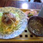 古屋アパート - るんるん丼 800円