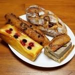 30768194 - パテ・ド・カンパーニュ、ブリオッシュ・フリュイルージュ、深煎りカフェ、ゆず栗