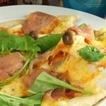 FOOD&SPORTS BAR&DARTS Jenny's - とろ~りチーズがたっぷりピッツァ♪