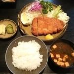 かつ膳 - 2014.9 とんかつ定食(上) 1900円