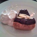 ビーガン ヒーリングカフェ - 豆腐アーモンドチョコタルトと豆乳ホイップ