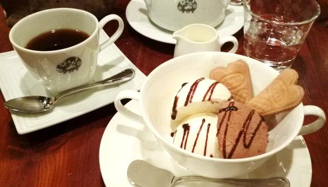 グルメカフェ六甲 - アイスクリームとホットコーヒーのセット