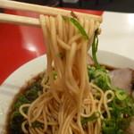 新福菜館  - 麺はストレート麺でコキコキしてます