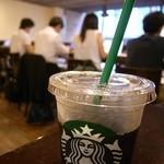 スターバックス・コーヒー - 2F席とアイスコーヒー。