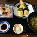 さぬき路 - お袋のにぎり定食、天ぷらうどんの天ぷらは、揚げたて、別皿で