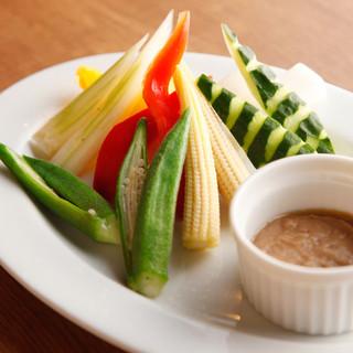 カロリーを気にする人のためにお肉に合うお野菜のお料理もご用意