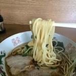 二代目おかだラーメン - もっちり系の太麺ストレート