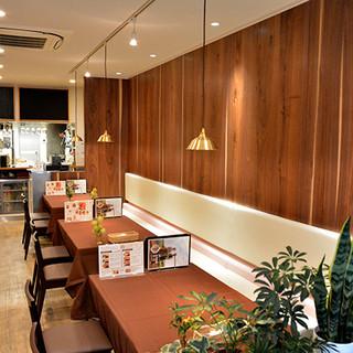 【空間】◆おしゃれな内観でリーズナブルな料理◆女子会にも◎