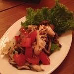 オステリア・ウネット - からし菜と旬のきのこたっぷりマリネサラダ〜♪  きのこが本当にたっぷり。 秋ですね♪