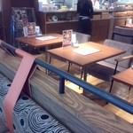 Soup&cafe たらTaRa  - 比較的ゆったり広々店内
