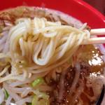 富山ブラック 麺家いろは - 麺は細ストレート麺