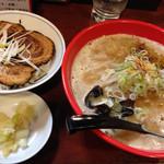 富山ブラック 麺家いろは - 完熟味噌ラーメンと炙りチャーシュー丼のセット 1050円