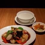 中国薬膳料理 星福 - 白身魚と木くらげ黒酢炒め お粥