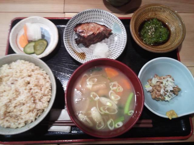 美松 - けんちん汁定食 カツオ照焼付