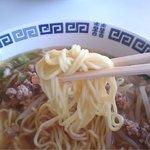 秀華樓 - 麺のアップ