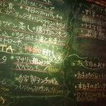 3080914 - 店内の黒板に本日のメニューがズラリ