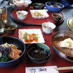 3080971 - 冷麺定食1200円:テーブル風景