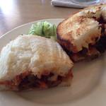 EATBEAT - 料理写真:ランチ・夏野菜のラタトゥイユとチーズのピザ風サンド