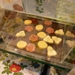 六花亭 - これ、きれいなお菓子でした♪