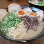 いせちゃん - チャーシューメン750円+煮玉子100円。