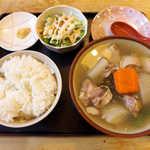 まんぷく食堂 - あひる汁(定食¥1000)。沖縄の汁物はメイン料理、ボリューム満点のおかずです