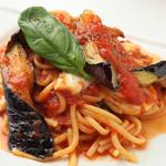 Pastorante OHANA - 自家製燻製モッツァレラチーズと茄子のバジリコ風味のパスタ☆当店一番人気!