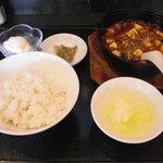 ちゃぷすい - 鉄鍋麻婆豆腐定食。全体はこんな感じです。
