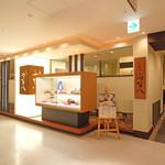 天ぷら新宿つな八 - 外観写真:店舗入口