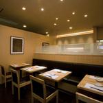 天ぷら新宿つな八 - テーブル席