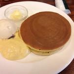 珈琲館 - ツルツルの美しく甘く美味しい生地にラムレーズンアイスは最高のトッピングです