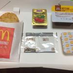マクドナルド - メープルシロップ&いちごジャム&塩胡椒&バター&ハッシュポテト付属品も豪華w プラモかw