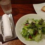 ジーン ダイニング - おしぼり、サラダ、バゲット