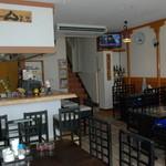 喫茶居酒屋のん - 1階フロア(カウンターとテーブル席)