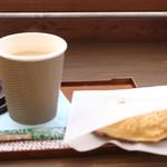 たい焼cafe 楓 - 料理写真:ロイヤルミルクティー¥250とこしあんたい焼き¥150